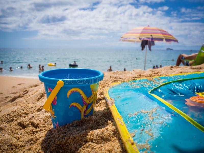 Wiadra i dzieci basen na piasku obraz stock