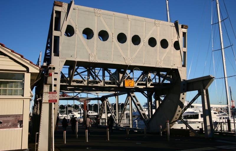 Wiaduktu schronienia dźwignięcia Toczny most, Auckland, Nowa Zelandia fotografia stock