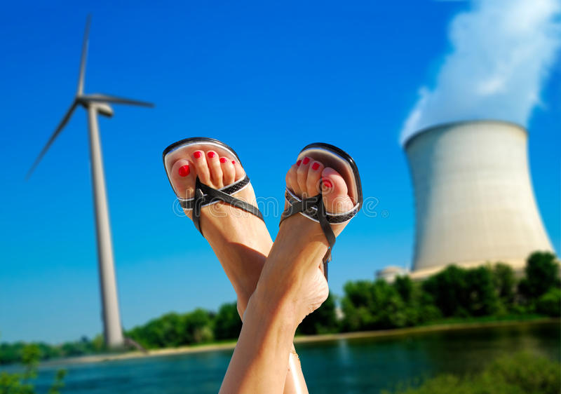Wiatr przeciw jądrowej metaforze fotografia stock