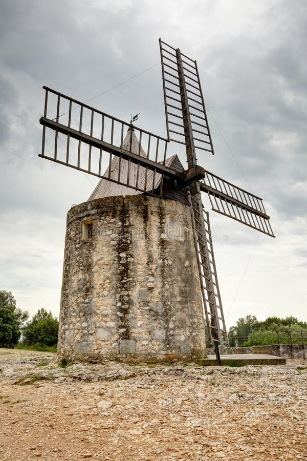 Wiatraczek Daudet, Fontvieille, Alpilles, Provence, Francja - fotografia stock