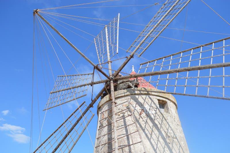 Wiatraczek dla soli w Sicily obraz stock