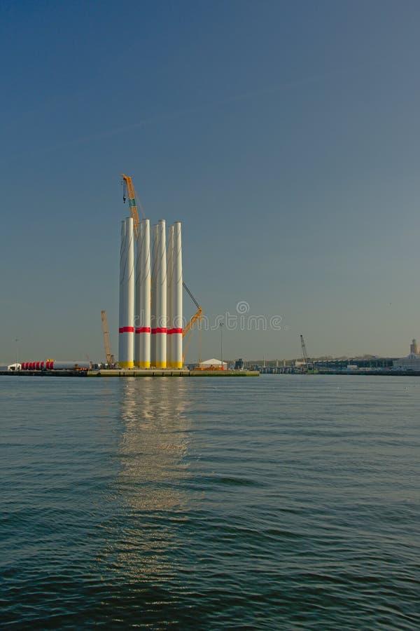 Wiatraczek góruje w schronieniu Ostend zdjęcie stock