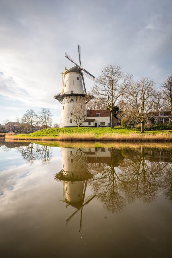Wiatraczek na zewnątrz miasta Middelburg w holandiach obraz stock