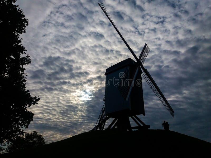 Wiatraczki wystawiający w mieście Bruges w północnym Belgia zdjęcia royalty free