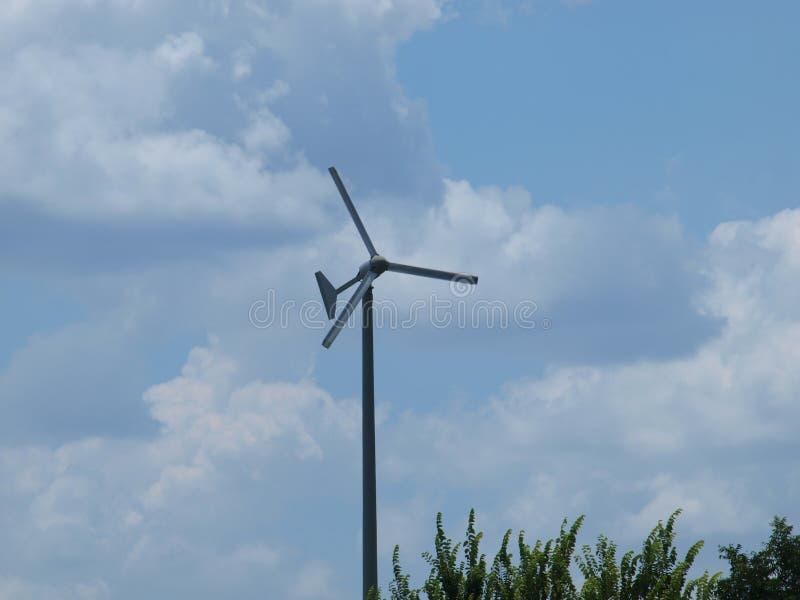 Wiatrowa energia przy pracą zdjęcia royalty free