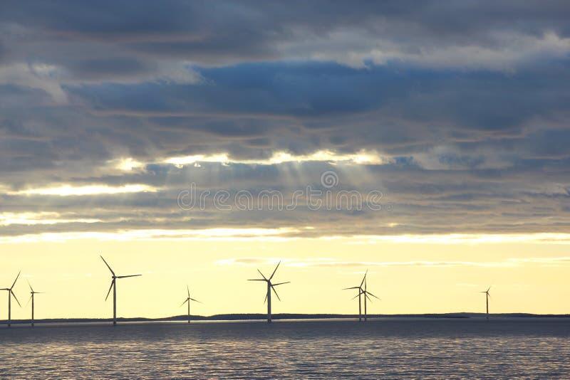 Wiatrowego młynu gospodarstwo rolne zdjęcie stock