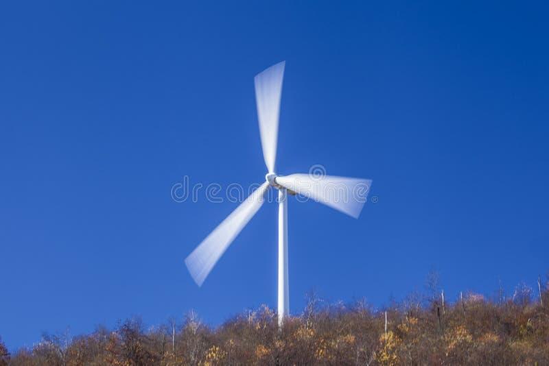 Wiatrowej energii turbina obraz stock