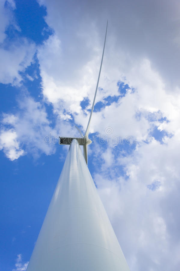 Wiatrowej energii turbinowa wywołująca elektryczność Eco Władza obraz stock