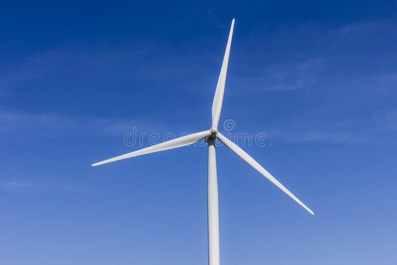 Wiatrowy gospodarstwo rolne w Środkowym Indiana Wiatr i Słoneczni Zieleni Energetyczni tereny zostać bardzo popularnymi w społecz obraz royalty free