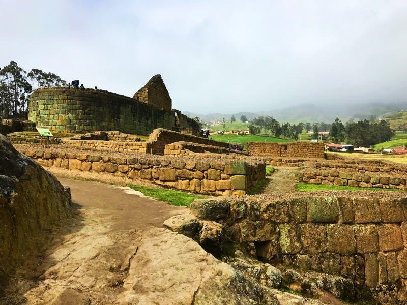 Wickelnder Steinweg an den Ruinen von Ingapirca, Ecuador stockfotografie