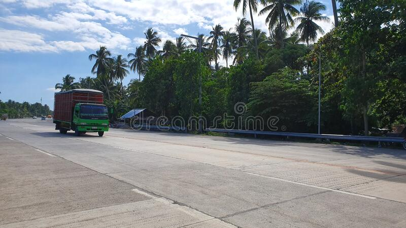 Wide Road i Digos City, Davao del Sur, Filippinerna royaltyfri fotografi