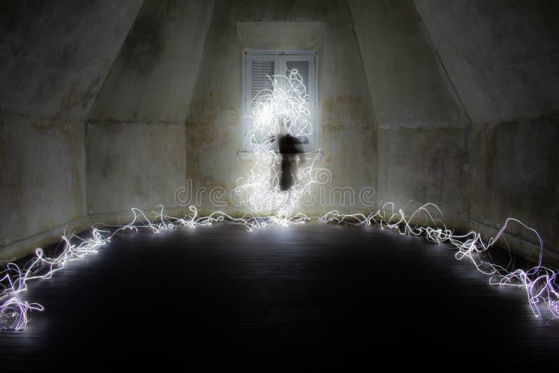 Widmowa postać w pustym pokoju Lekka obraz fotografia zdjęcie royalty free