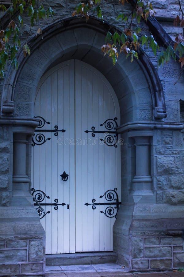 Widmowi starzy kościelni drzwi zdjęcie stock