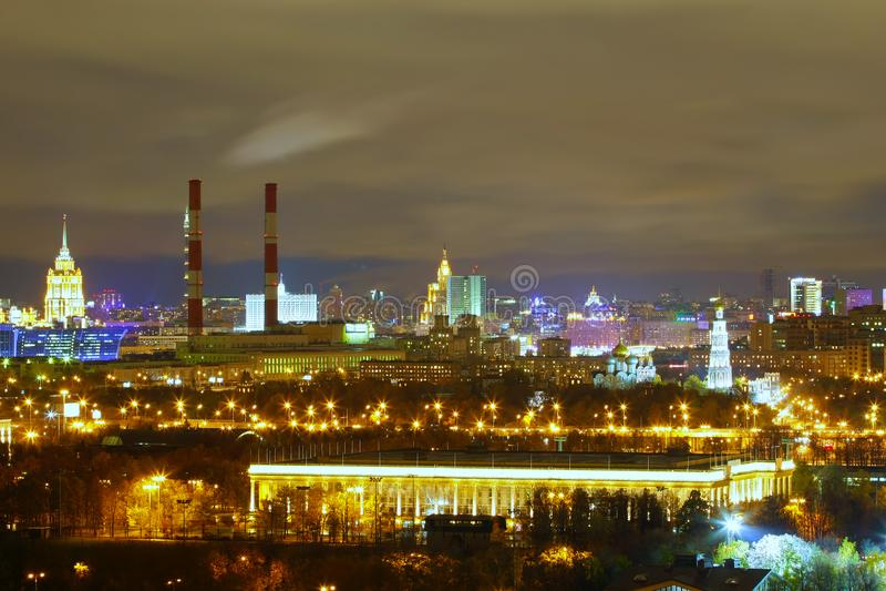 Widoczny na nocy Moskwa obraz royalty free