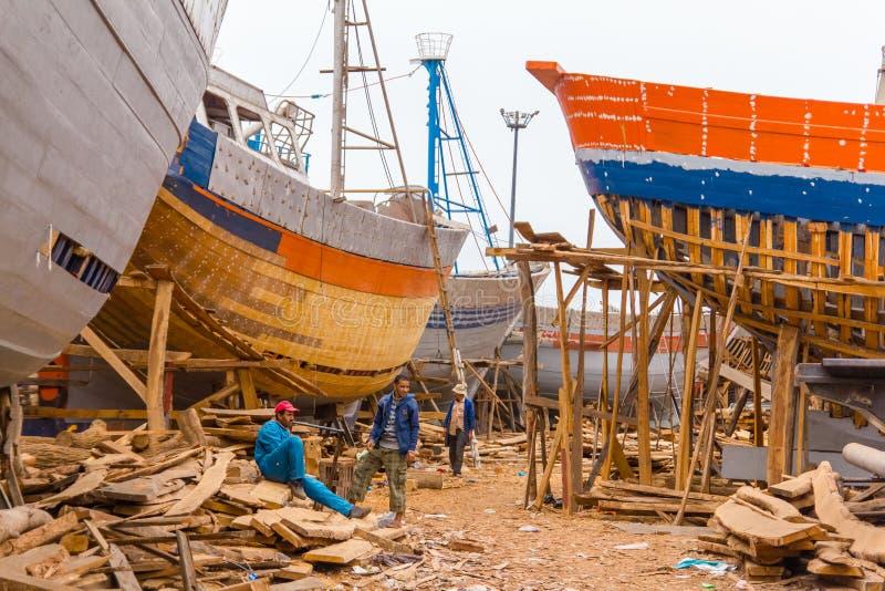 Widok łowić błękitne łodzie w Maroko porcie obraz royalty free