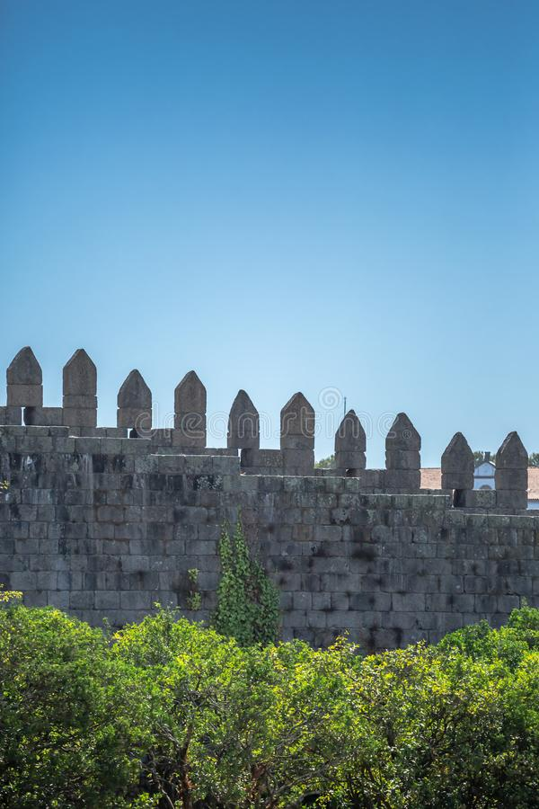 Widok średniowieczna ściana w granitu kamieniu na Porto, Portugalia fotografia stock