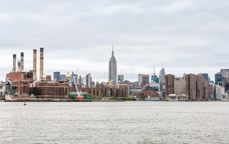 Widok środka miasta Manhattan linia horyzontu z empire state building zdjęcia royalty free