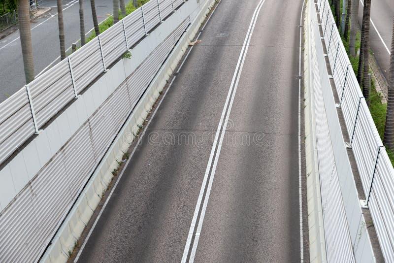 Widok środkowa droga z dużymi ścianami obrazy stock