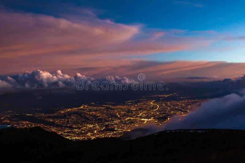 Widok światła Quito fotografia royalty free