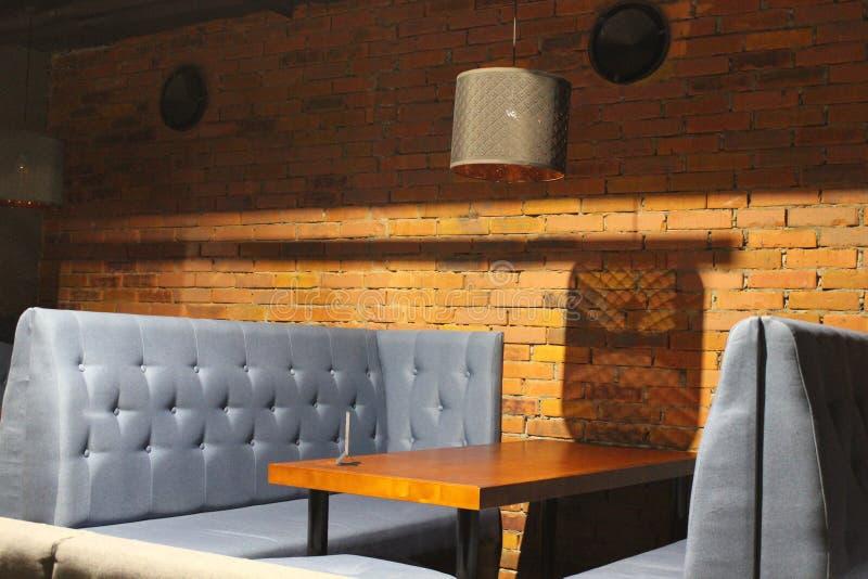 Widok świetlicowa sala Stoły i krzesła z pokrywami 30561 obraz stock
