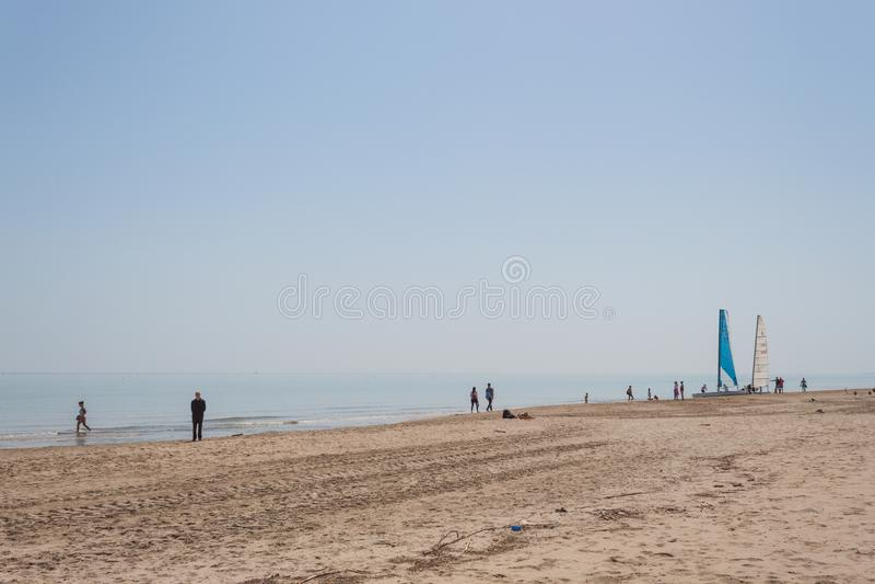 Widok żeglowania łodzie w włoskiej śródziemnomorskiej plaży zdjęcie royalty free