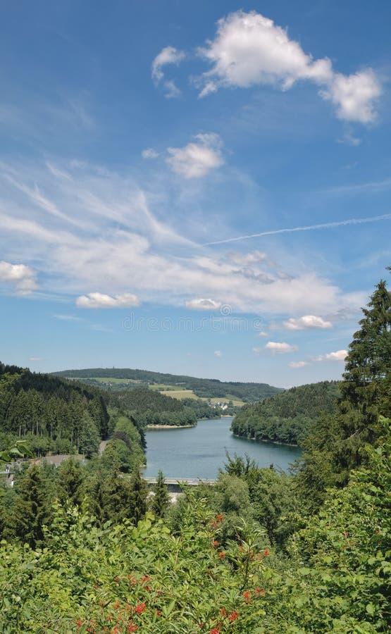 Widok Agger rezerwuar, Bergisches ziemia, Niemcy obraz stock