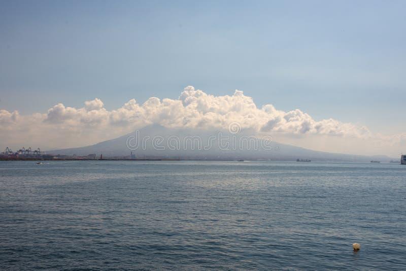 Widok aktywny wulkan Vesuvius i zatoka Naples obrazy royalty free