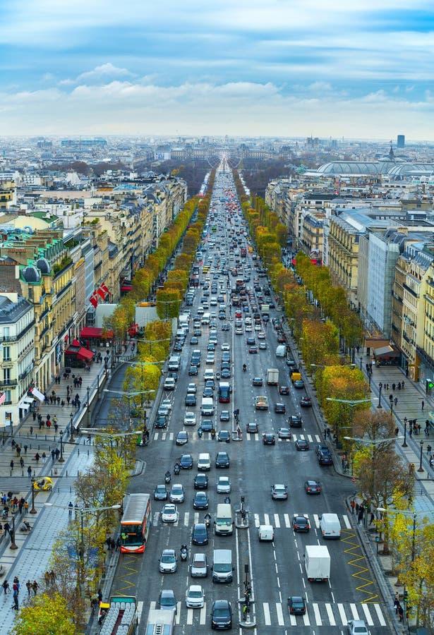 Widok alei des czempiony Elysees w Paryż od łuku De Trio zdjęcie royalty free