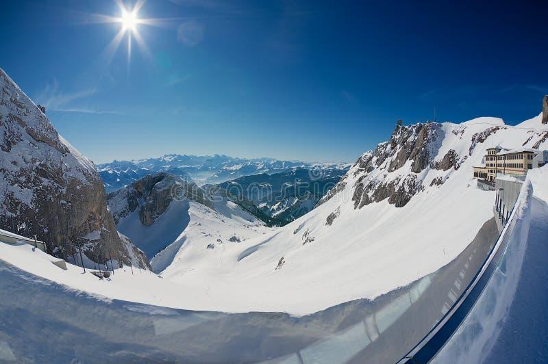 Widok Alps i Pilatus-Kulm luksusowy hotel przy wierzchołkiem Pilatus góra w Lucerna, Szwajcaria fotografia royalty free