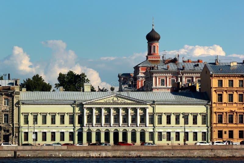 Widok angielskiego nasypu, historycznie jednej z najbardziej modnych ulic w Petersburgu, Rosja zdjęcia stock