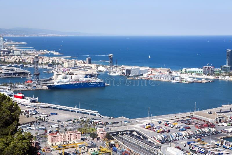 Widok antena od wzgórza Montjuic na portowym Vell obrazy royalty free