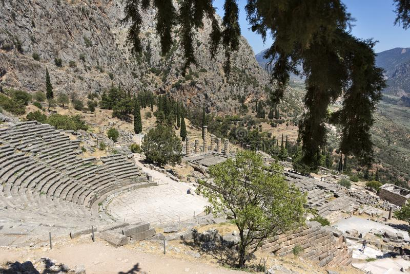 Widok antycznej świątyni kompleks w Delphi od góry, Grecja, świątynia Apollo zdjęcie royalty free