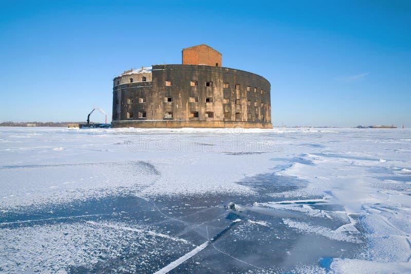 Widok antyczny denny fortu ` cesarz Aleksander Ja ` dżuma, Marcowy dzień Kronstadt, Rosja zdjęcia royalty free