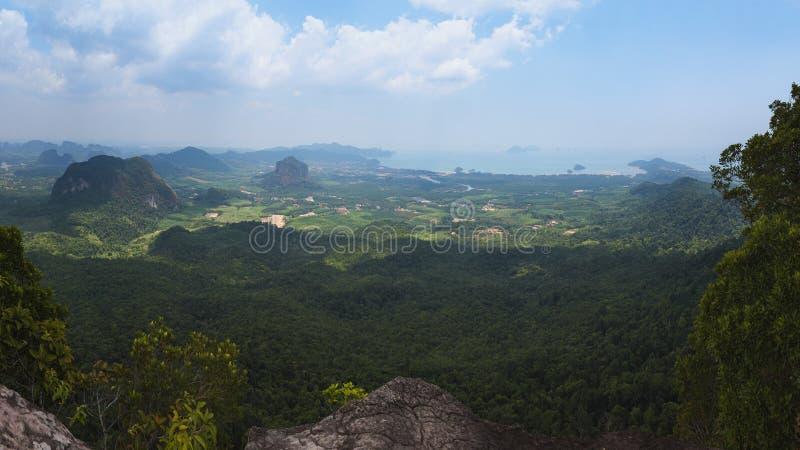 Widok Ao Nang teren, zakładki Kak zrozumienia Nak wzgórza natury ślad, Krabi prowincja, Tajlandia fotografia stock