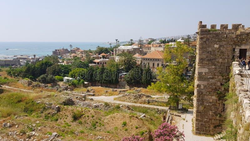 Widok archeologiczne ekskawacje Byblos od krzyżowa kasztelu byblos Lebanon fotografia royalty free