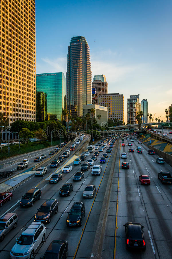 Widok 110 autostrada od 4th ulica mosta w śródmieściu, obrazy royalty free