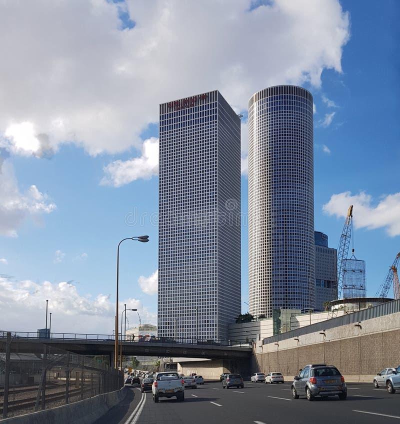 Widok Azriely Góruje - symbol Nowy Tel Aviv od Ayalon hig obraz stock