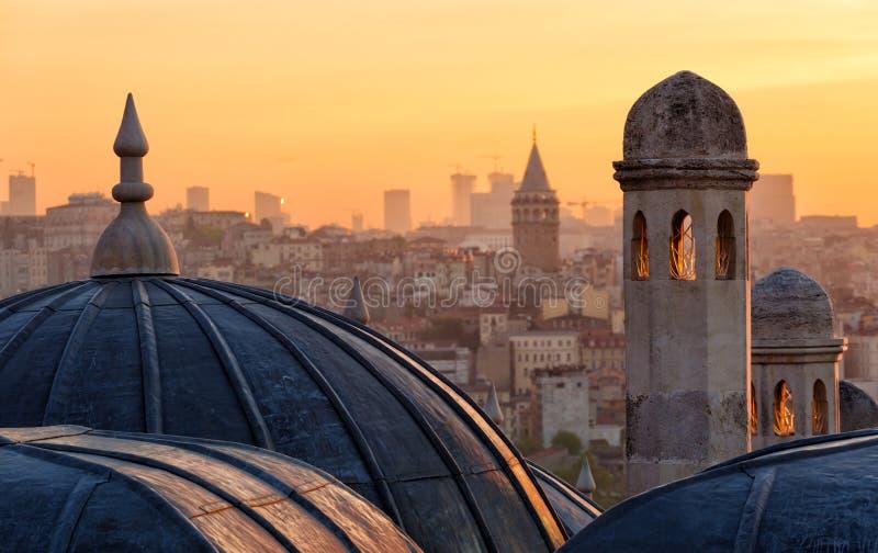 Widok Beyoglu region i Galata górujemy przy wschodem słońca fotografia stock