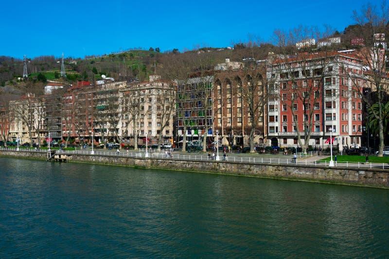 Widok Bilbao miasto Nervion rzeka i deptak, zdjęcia royalty free