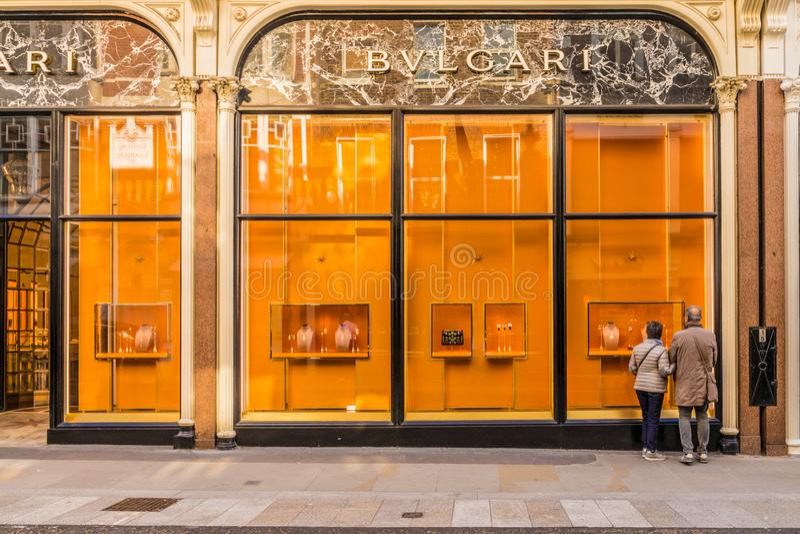 Widok bogaci więzi ulica w London obrazy stock