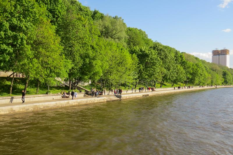 Widok bulwar Gorky park od Moskwa rzeki fotografia stock