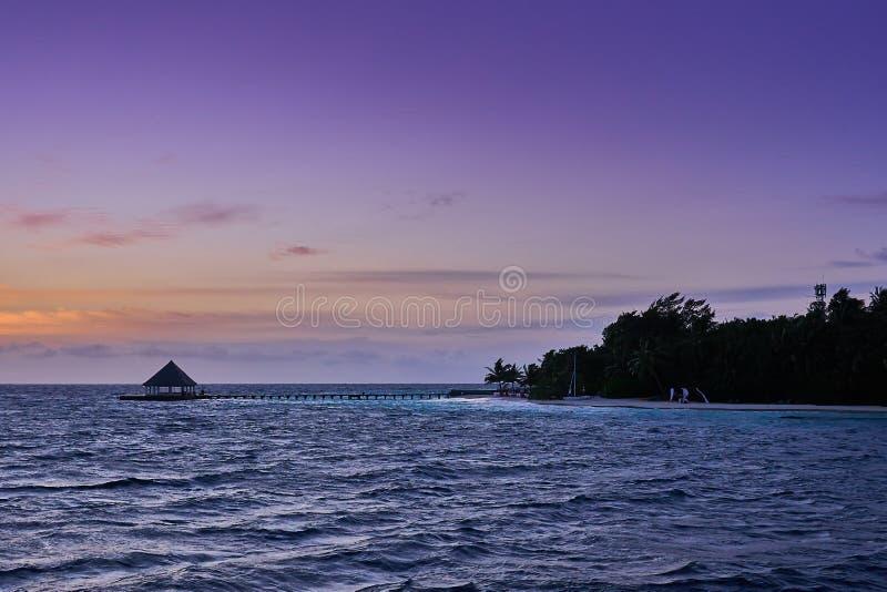 Widok bungalowu stylu dok przy kurortem w Maldives obraz royalty free