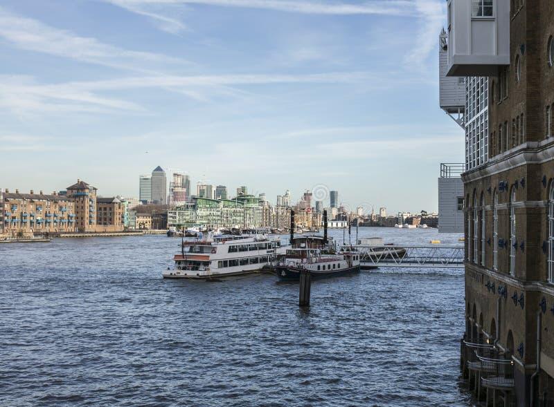 Widok Canary Wharf od wierza mosta, Londyn zdjęcie royalty free