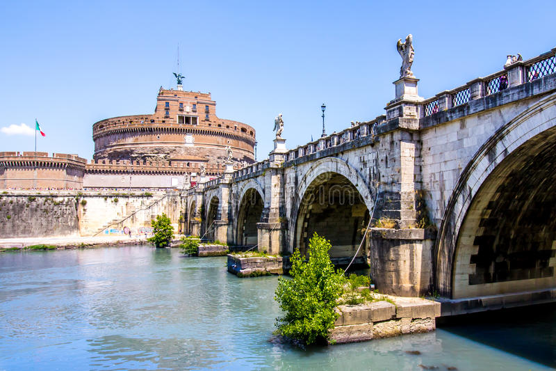 Widok Castel Sant'Angelo spod mosta, Rzym, Włochy zdjęcie royalty free