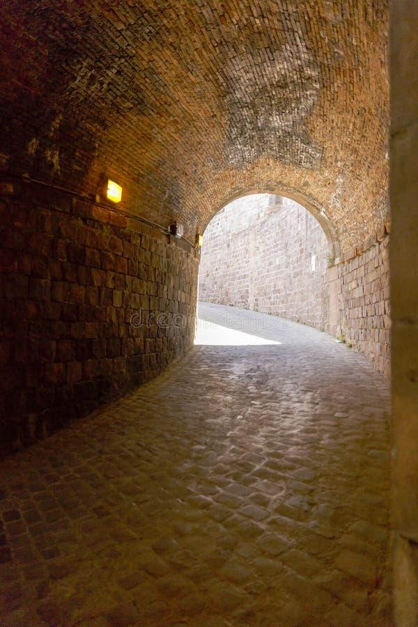 Download Widok Castillo De Montjuic Na Halnym Montjuic W Barcelona, Zdjęcie Stock - Obraz złożonej z kasztel, fortyfikacja: 57663952