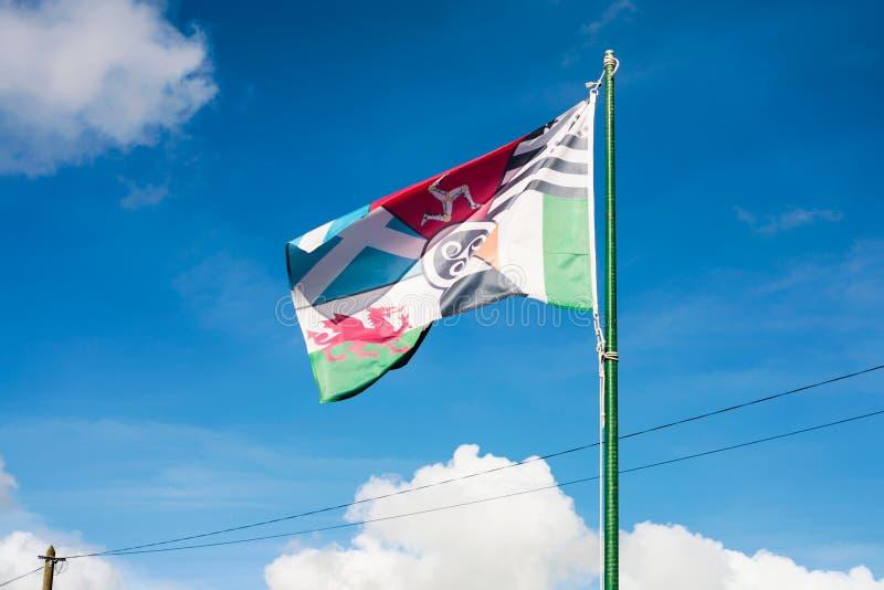 widok celt flaga z niebieskim niebem w Brittany zdjęcia royalty free