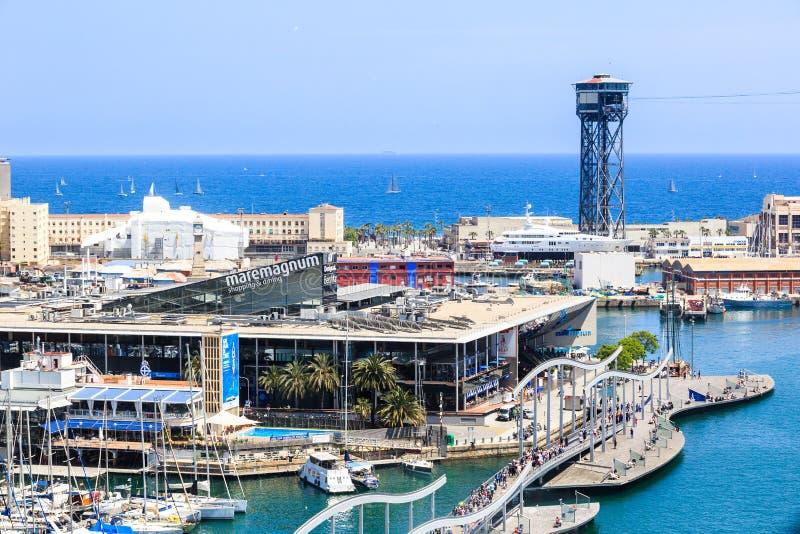 Widok centrum handlowe Maremagnum w Portowym Vell de Barcelona, zwyczajny most Rambla De Mącący obrazy royalty free