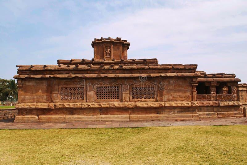 Widok chłopaczyny Khan świątynia, Aihole, Bagalkot, Karnataka Kontigudi grupa świątynie Wielcy okno widzieć kratownicy pracę robi zdjęcie royalty free
