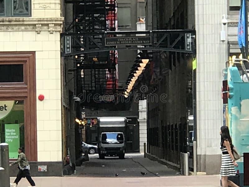 Widok Chicagowska aleja, ludzie chodzi w dół studnie uliczne obraz royalty free