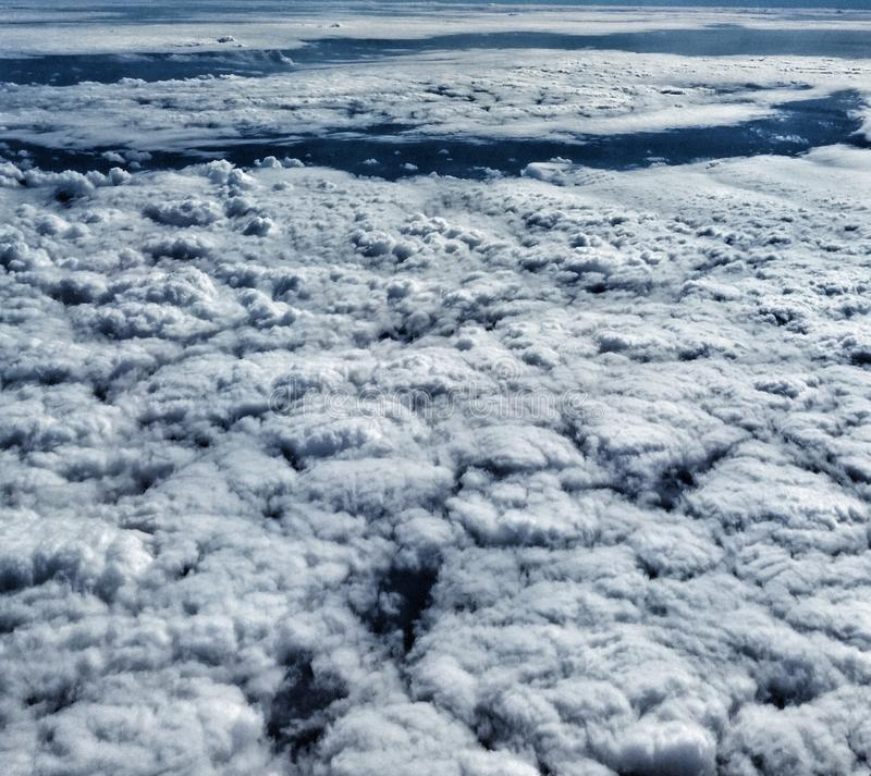 Widok chmury od latanie samolotu obrazy stock